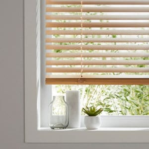 Cana Light brown Oak effect Basswood Venetian Blind (W)60cm (L)180cm