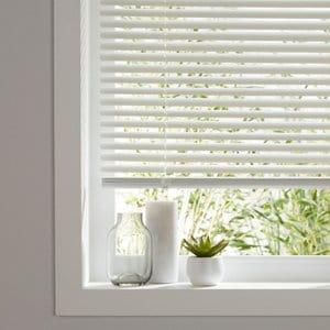 White PVC Venetian Blind (W)120cm (L)180cm