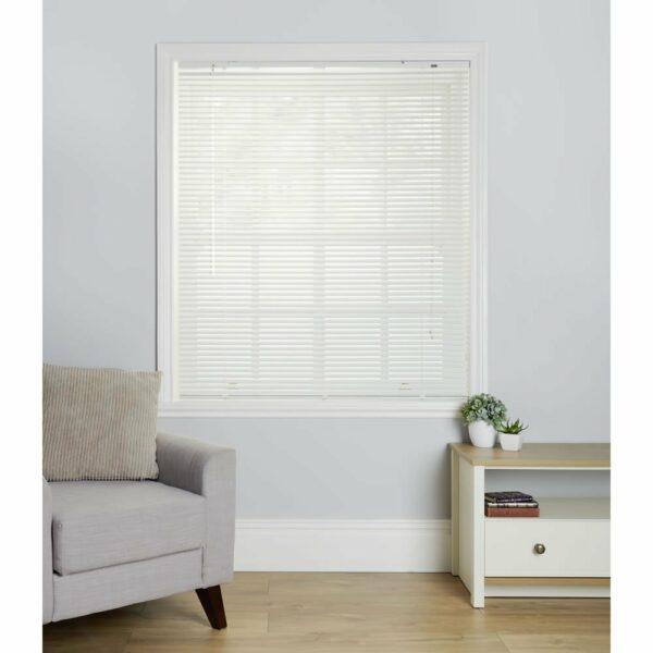 Wilko White Aluminium Venetian Blind 90 W x 160cm D