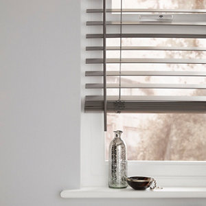Grey Woodgrain effect Polyvinyl chloride (PVC) Venetian Blind (W)60cm (L)180cm
