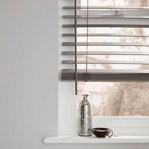 Grey Woodgrain effect Polyvinyl chloride (PVC) Venetian Blind (W)90cm (L)180cm