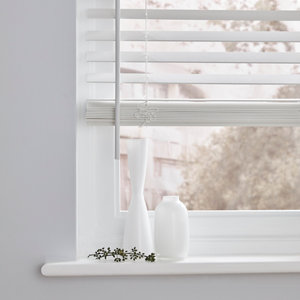 White Woodgrain effect Polyvinyl chloride (PVC) Venetian Blind (W)60cm (L)180cm
